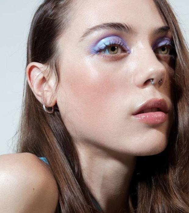 atrevete-con-el-maquillaje-holografico-siguiendo-la-estela-del-maquillaje-de-sirena_18956_w620